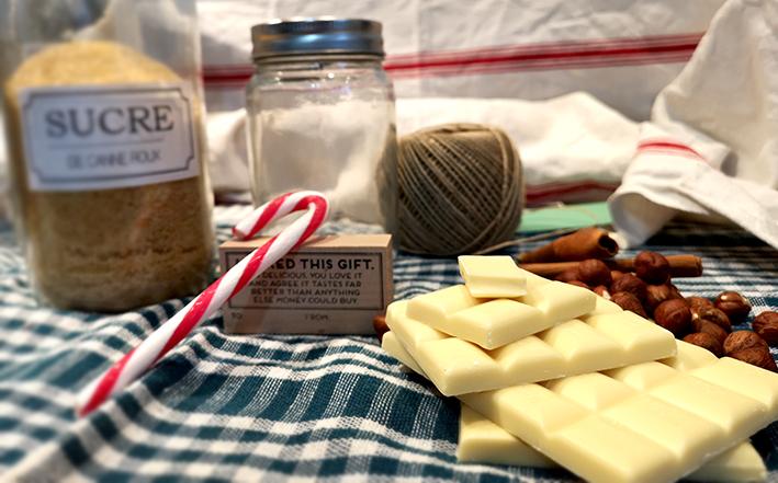 """DIY Cadeau de Noël pour la maîtresse sous la forme d'un joli bocal à cookies à faire avec les enfants, par """"je ne suis pas une Poule"""""""
