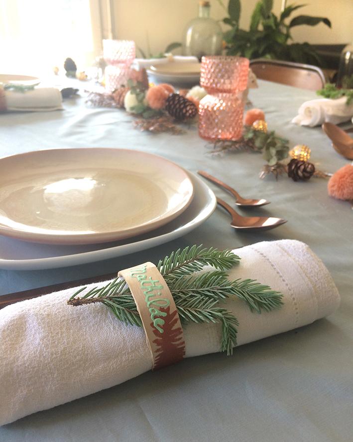 """DIY marque-place de Noël en bois de récup avec des abaisse-langues par """"Je ne suis pas une Poule"""""""