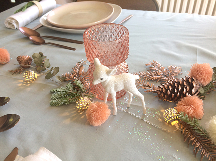 """Une jolie déco de table de Noël rose et cuivré, toute douce et un peu bohème facile à faire et pour presque rien par """"Je ne suis pas une Poule"""""""