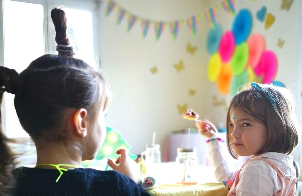 """magnifique anniversaire licorne arc-en-ciel et papillons avec DIY et printable des activités assorties par """"Je ne suis pas une poule"""""""
